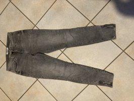 Graue Jeanshose mit Reißverschluss an den Knöcheln Größe 28