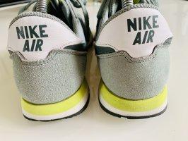 Graue Nike Air
