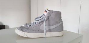 Graue Nike Blazer, neuwertig