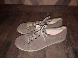 Graue Schuhe