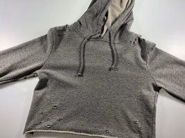 Grauer cropped pullover mit Löchern