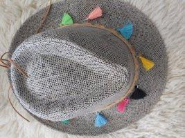 Chapeau de paille gris clair