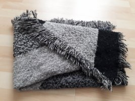 H&M Bufanda de flecos negro-gris