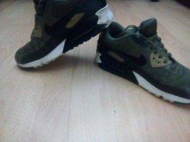 Nike Sneakers met veters olijfgroen-khaki