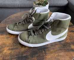 Grüne Nikes