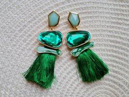 grüne Ohrringe mit Quasten
