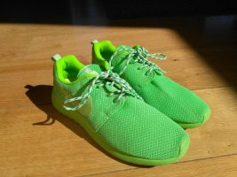 Nike Lace-Up Sneaker neon green