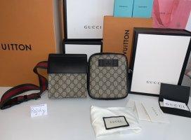 Gucci Gürteltasche aus GG Supreme
