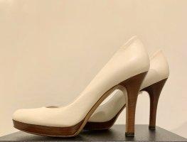 Gucci Wysokie obcasy w kolorze białej wełny