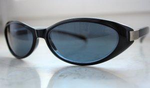 Gucci Occhiale da sole ovale nero-grigio scuro