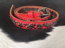 Pasek z ćwiekami czerwony-srebrny