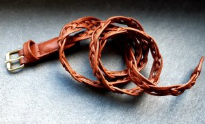 H&M Cinturón trenzado coñac