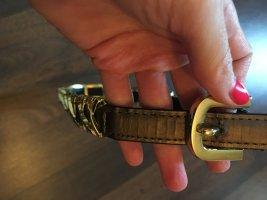 Gürtel mit goldener Schnaller und Applikationen, nur 2,50