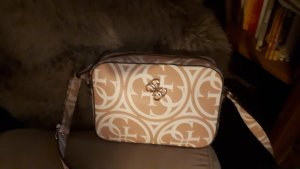 guess handtasche in weiß rose