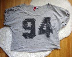 H&M Crop Top mit Aufdruck Schrift Ziffern 94 / Cropped Shirt