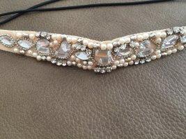 Haarband mit Steinchen