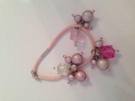 Haargummi mit Perlen und Steinchen in rosé-Tönen