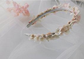 Tocado blanco-color rosa dorado