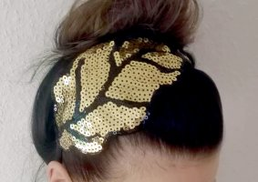 Headdress black-gold-colored