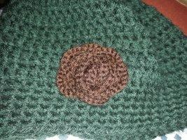 Bonnet en crochet brun-vert forêt laine