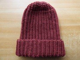 Bonnet en crochet rouge carmin