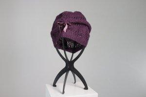 """Häkelmütze """"Lavendel"""" mit Schleife in dunkelviolett (Set mit Handschuhe)"""