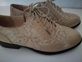 Wingtip Shoes beige