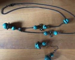 Halskette und Ohrringe