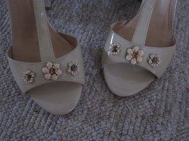 Hammerstein Sandaltten mit handgefertigeten Blumen - ungetragen