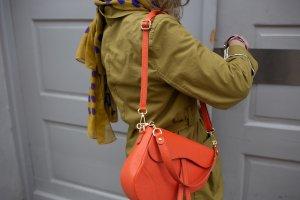 Handgefertigte Umhänge-/Schultertasche aus Leder ziegel NEU NP 139€