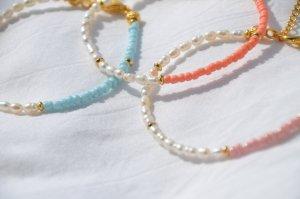 From Kali Bracelet en perles blanc tissu mixte