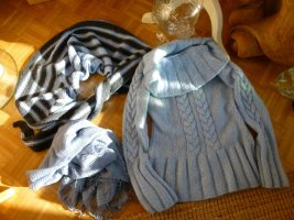 """Handgestrickter Schal """"Dreieckstuch"""" Hellblau-Grau in Streifen"""