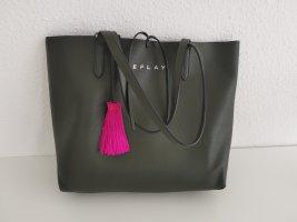 Handtasche 2 in einem Replay