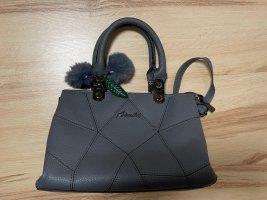 Handtasche mit Pompom