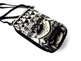 Handy Tasche mit Riemen von SACROOTS