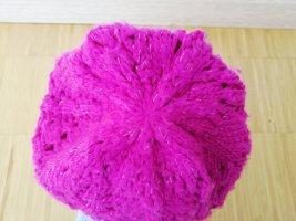 Sombrero de punto rojo frambuesa