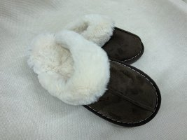 Pantoufles taupe-blanc fourrure artificielle