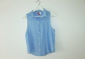 Hellblaue kurzärmlige Bluse