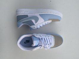 hellblaue Nike air force