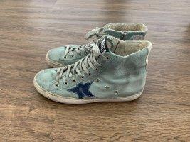 Hellblaue Sneaker von Golden Goose