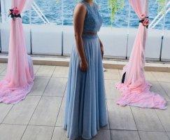 Hellblaues Kleid, Zweiteiler Bauchfrei