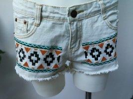Helle Denim Hot Pants mit Stickerei
