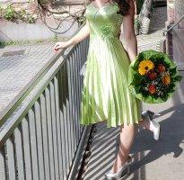 hellgrünes Marilyn Monroe-artiges Kleid