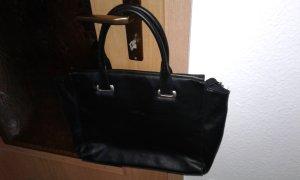 Bolso barrel negro-color plata