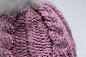 Handmade Chapeau en tricot blanc-violet