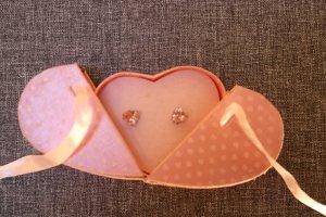 #Herzohrringe aus Strass, #rosé, #mit Herzschachtel