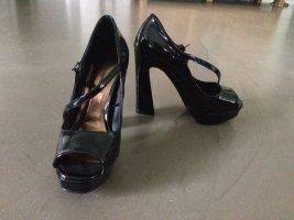 High Heels in Glanzlederoptik