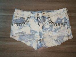 High Waist Shorts mit Nieten