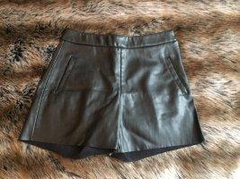 Highwaisr Shorts von Mango im Lederlook