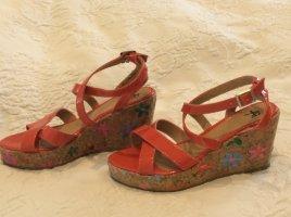 Hippe Keilabsatz-Sandalen für den Sommer